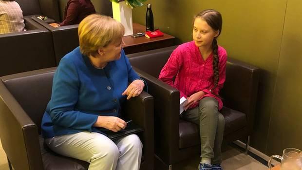 Bundeskanzlerin Angela Merkel spricht am Rande der UN-Klimakonferenz mit Aktivistin Greta Thunberg