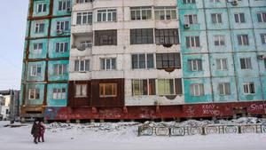 Dieser Plattenbau in Jakutsk hat Risse bekommen - Schuld ist der auftauende Permafrostboden