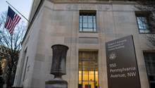 Das Justizministerium in Washington klagt einen Soldaten aus Kansas an.