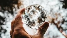 Spannende Perspektiven sind bei der Glaskugel-Fotografie Pflicht