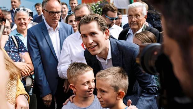 Sebastian Kurz mit Unterstützern bei einer Wahlkampfveranstaltung