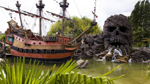 Adventureland Paris mit Pirtatenschiff