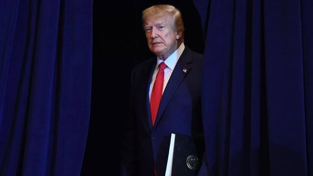 """Donald Trump hält ein mögliches Impeachment wegen der Ukraine-Affäre für einen """"Witz"""""""