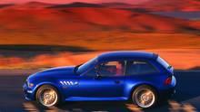 """BMW Z3 Coupé  Während der alte Z3 Roadster mittlerweile von seinen Nachfolgern optisch ausgestochen wurde, ist das Z3 Coupé auf bestem Weg zum zeitlosen Classic Car. Dasbei der Vorstellung 1997 als """"Turnschuh"""" verspottete Auto, ist erstaunlich wertstabil. Für einen gepflegten dieser 20 Jahren alten 6-Zylinder werden immer noch über 20.000 Euro aufgerufen.Das Coupé wurde nur gut zwei Jahre gebaut und auch in späteren Modelreihen nicht weider aufgelegt. Ein limitiertes Liebhaberstück."""
