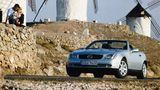 Mercedes SLK R 170  Perfektes Timing: Wenige Monatenachdem BMW die Roadster-Ära mit dem Z3 erfolgreich wiederbelebte, stellte Mercedes seinen SLK vor. Das Auto macht als wendiges Freizeitauto auch heute noch eine gute Figurund ist mittlerweilegünstig zu haben. Gut gepflegte R 170er mit Laufleistungen um die 100.000 Kilometer werden schon für 7000 Euro angeboten.