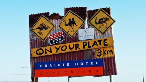 Entdeckungsreise auf dem Teller: Känguru-, Kamel- und Straußenfleisch stehen im Prairie Hotel in South Australia auf der Speisekarte.