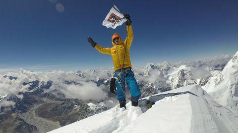 Jost Kobusch steht am 03.10.2017 auf dem Gipfel des Nangpai Gosum II.