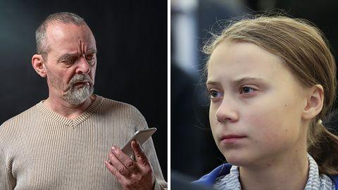 Ein wütender alter Mann schaut auf sein Handy