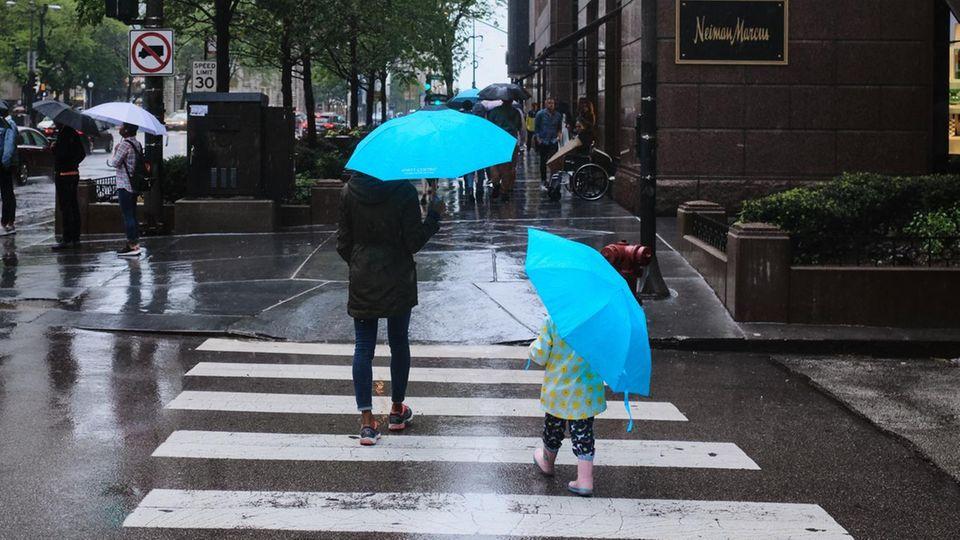 Kinder können in vielen Dingen noch das Positive sehen – selbst im Regen