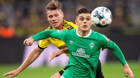 BremensMilot Rashica (vorn) im Zweikampf mit Dortmunds Lukasz Piszczek