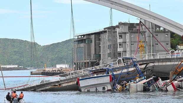 Eingestürzte Brücke in Taiwan