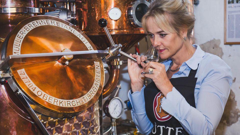 Myriam Hendrickx in der niederländischen Rutte-Brennerei