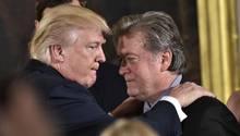 """US-Präsident Donald Trump und der Ex-Chef von """"Breitbart"""", Steve Bannon"""