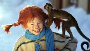 Pippi Langstrumpf mit ihrem Äffchen Herr Nilsson.