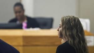 Amber G. vor dem Gericht in Dallas