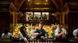 """Platz 4: The Nomad, New York, USA  Die Hotel-Bar """"The Nomad"""" im Herzen New Yorks konnte sich zum vierten Mal in Folge in den Top 10 behaupten. Sie unterscheide sich mit ihrem kreativen Umgang mit Klassikern von anderen Hotel-Bars, loben die Experten.  Mehr Informationen finden Sie auf der Website."""