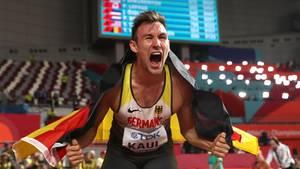 Niklas Kaul jubelt nach dem Wettkampf