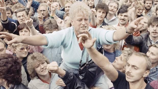 Die ersten Montagsdemonstrationen: Ostdeutscher gehen auf die Straßen in Leipzig am 4. September 1989