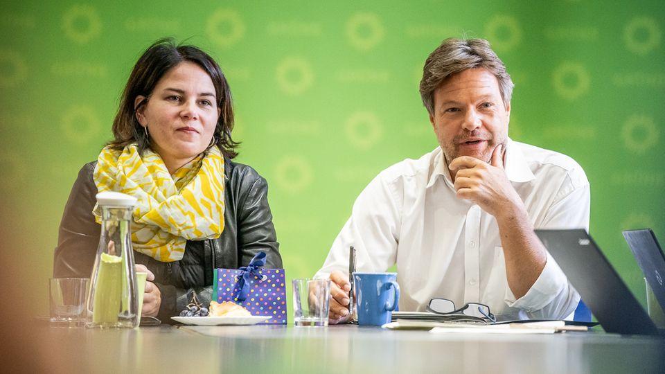 Die Grünen-Bundesvorsitzenden Annalena Baerbock und Robert Habeck