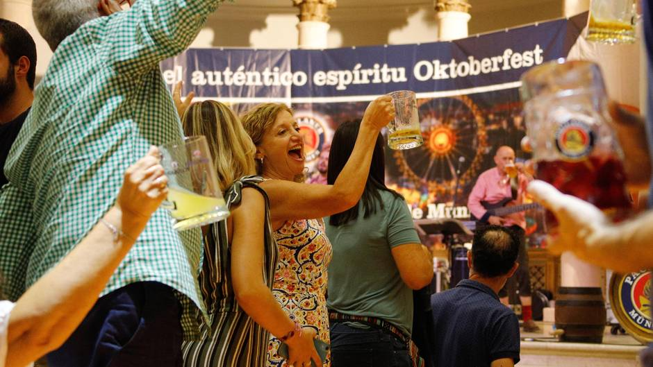 Hoch die Bierkrüge auch auf Mallorca:Das Oktoberfest dauert auf der Balearen-Insel bis zum 13. Oktober.