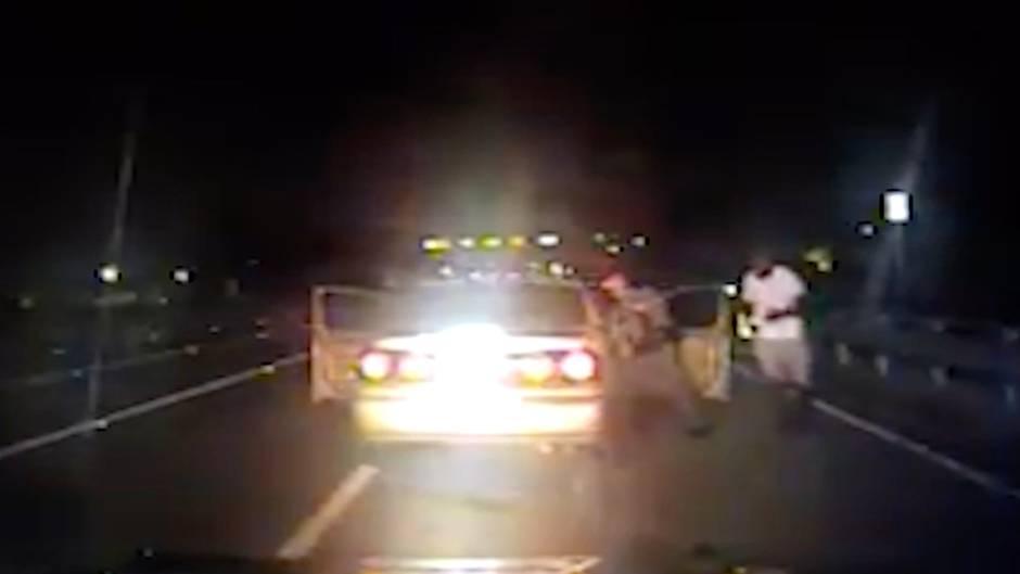 Überraschendes Ende : Polizist hält Raser an – und leistet dann Geburtshilfe