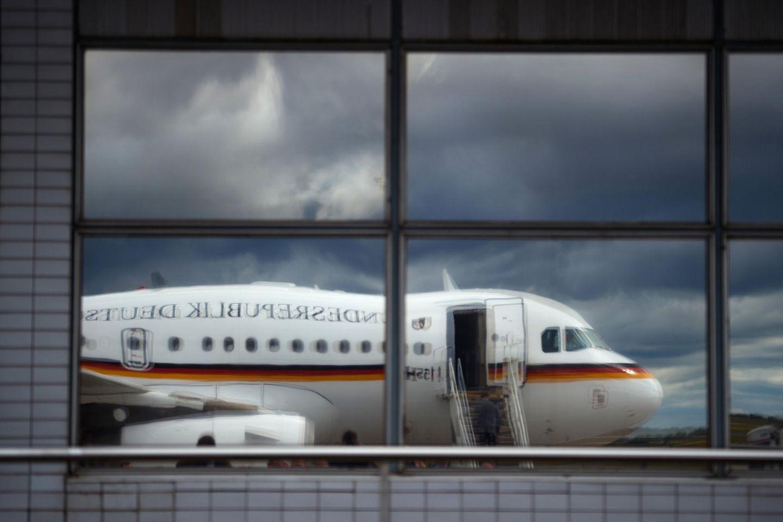 Airbus A319 defekt - Horst Seehofer bleibt in Athen hängen