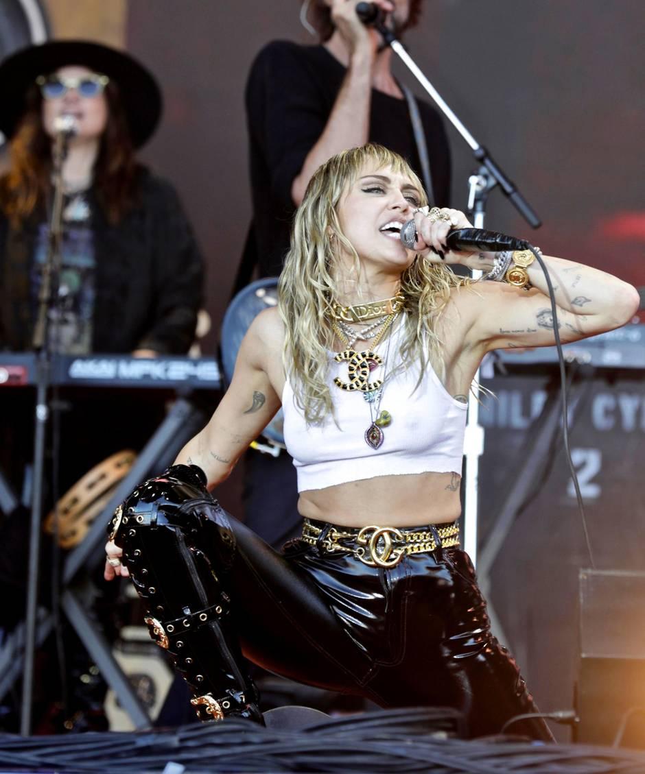 Nach Ehe-Aus mit Liam Hemsworth: Miley Cyrus zeigt sich frisch verliebt