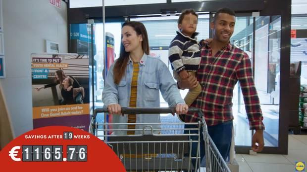 Familie Ryan betreten einen Lidl-Markt