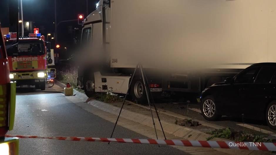 Limburg: Mann stiehlt Lastwagen und fährt in Autos