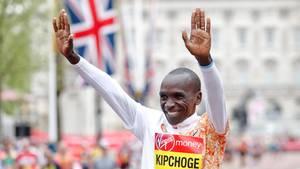 Eliud Kipchoge nach seinem Sieg beim London Marathon 2019