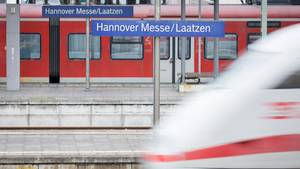 Ein junger Soldat hat im Zug Zivilcourage gezeigt und eine Frau dadurch vor weiterer sexueller Belästigung bewahrt