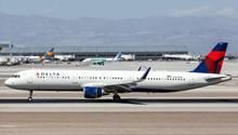 Die Frau gelangte offenbar unbemerkt und unkontrolliert an Bord des Delta-Fluges1516