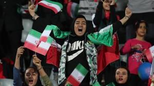 Die iranischen Behörden haben Frauen die Teilnahme am Spiel gestattet.