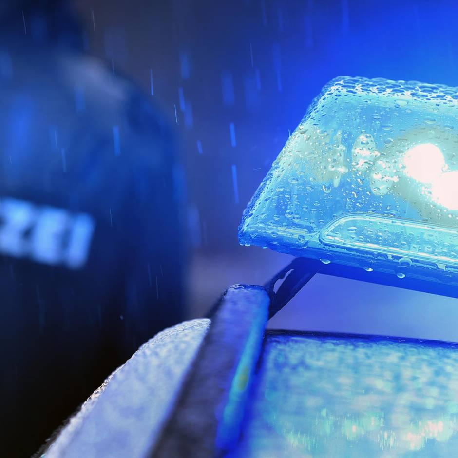 Nachrichten aus Deutschland: 75-Jähriger überquert Straße und wird von drei Autos überrollt