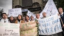 Katholikinnen fordern Priesteramt für Frauen und Gleichberechtigung