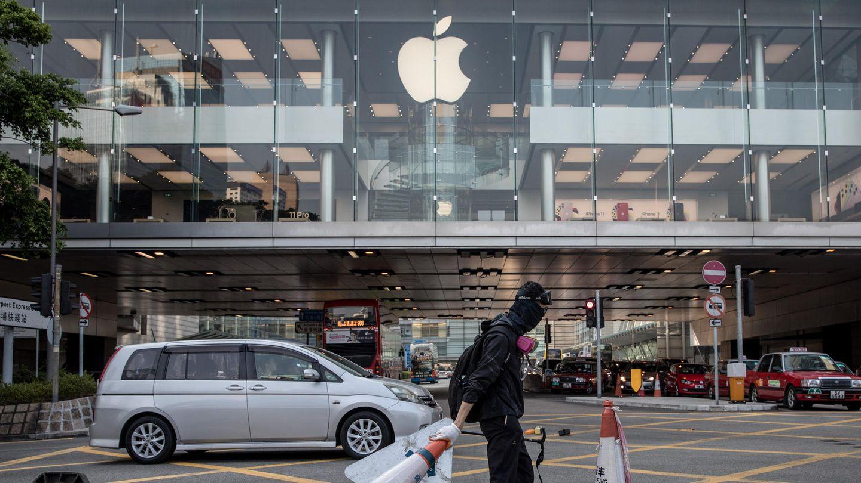 Ein Demonstrant blockiert die Straßen vor einem Apple Store in Hongkong