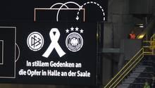 Anzeigetafel in Dortmund: In stillem Gedenken an die Opfer in Halle an der Saale