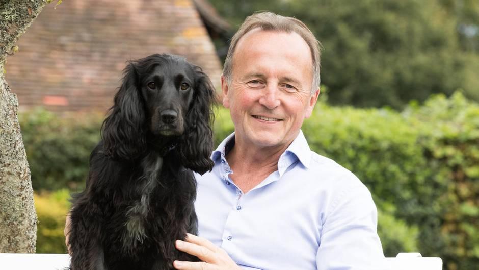 Hundedetektivin und Expolizist suchen gemeinsam nach vermissten Tieren
