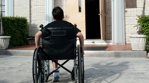 Kind im Rollstuhl