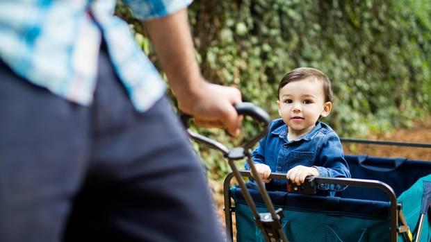 Ein Bollerwagen sorgt bei den Kleinen für Erholung und Spaß