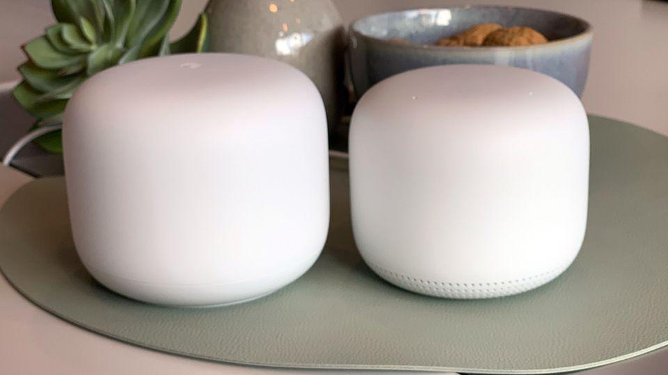 Durch das runde Design sollen sich dieGoogle-Router Nest Wifi noch besser in Wohnzimmer und Co. platzieren lassen