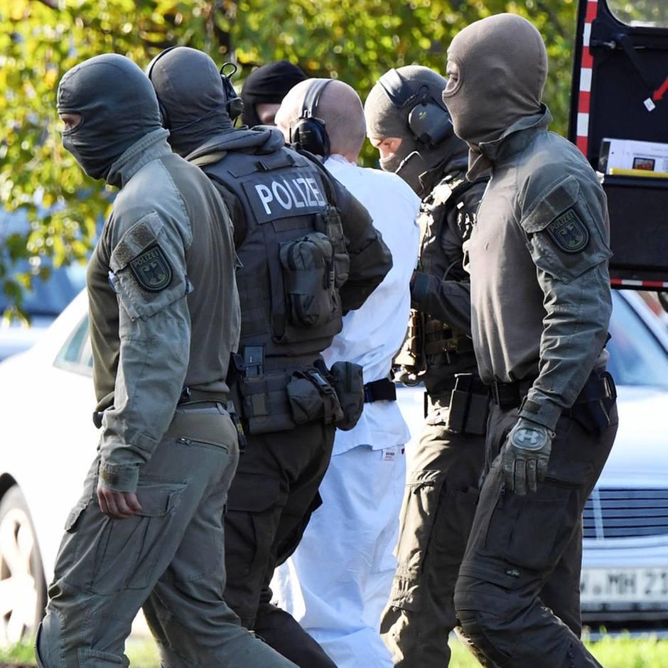 Attacke von Halle: Irrfahrt und Flucht: Ein Taxifahrer wollte Stefan B. stoppen