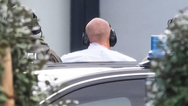 Attentäter Stephan B. auf dem Weg zum Haftprüfungstermin in Karlsruhe