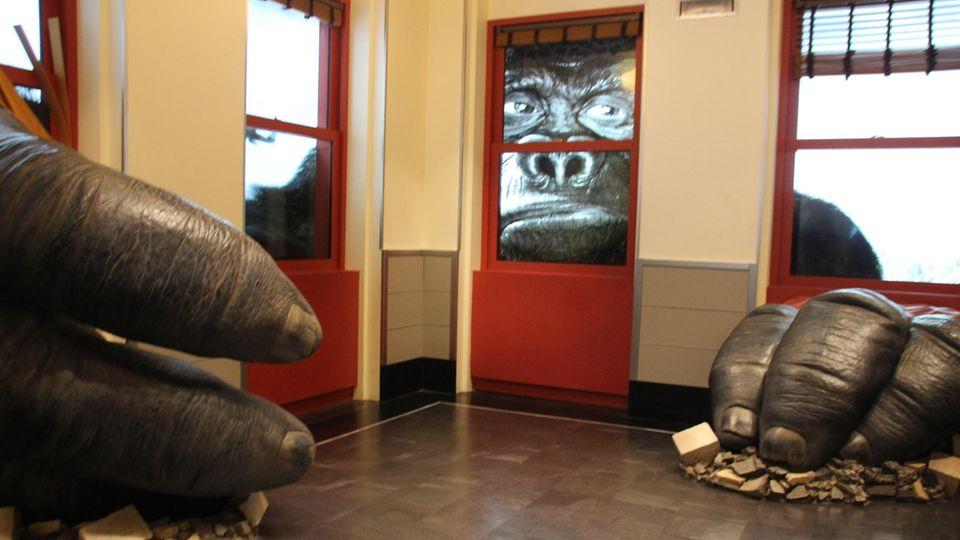 King-Kong-Installation in einem Ausstellungsraum im Empire State Building.