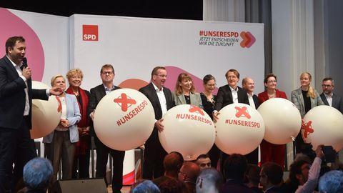 Die Kandidaten für den SPD-Vorsitz während des Abschlusses der 23. SPD-Regionalkonferenz
