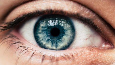 Reflexionen auf einer Pupille