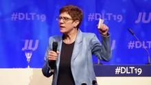 CDU-Chefin und Verteidigungsministerin Annegret Kramp-Karrenbauer auf dem Parteitag der Jungen Union in Saarbrücken