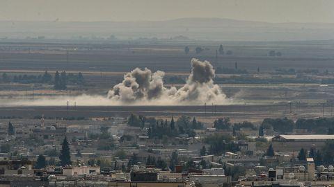 Rauschwaden steigen an der Grenze zu Syrien nach Angriffen des türkischen Militärs auf