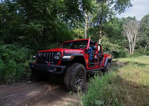 Der Jeep Gladiator Rubicon Mopar kommt im Gelände ausgezeichnet klar