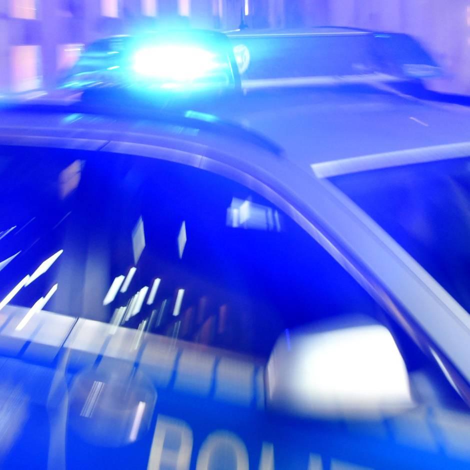 Nachrichten aus Deutschland: Partystreit eskaliert: Männer schlagen 27-Jährigen bewusstlos und schleifen ihn ins Gleisbett